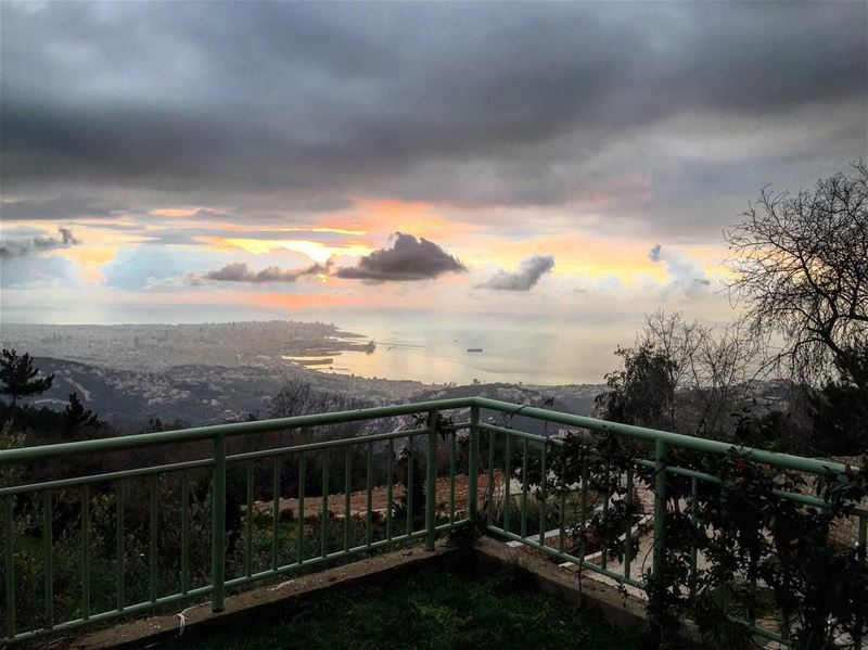 From Bhersaf...Hello Beirut ! Sunset @ 5:32 PM 🌤 From Bhersaf...Hello... (Bhersâf, Mont-Liban, Lebanon)
