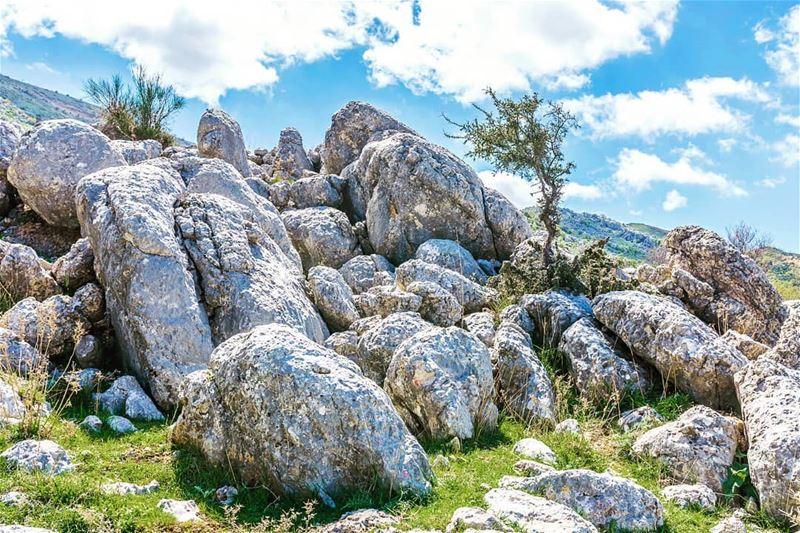 Just a cool bunch of rocks lebanonoutdoors hikinglb hikingadventures ... (Chouf)