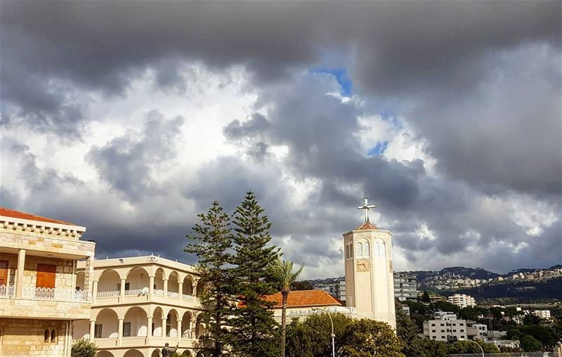نسجد لألامك أيها المسيح.يوم الجمعة العظيمة ⛪ god nofilter l4l friday ... (Deir-El Salib, Mont-Liban, Lebanon)