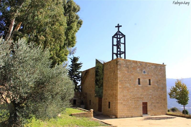 Sunday Church JesusChrist Cross oldchurch libanon heritage lebanon... (Rechmaya)