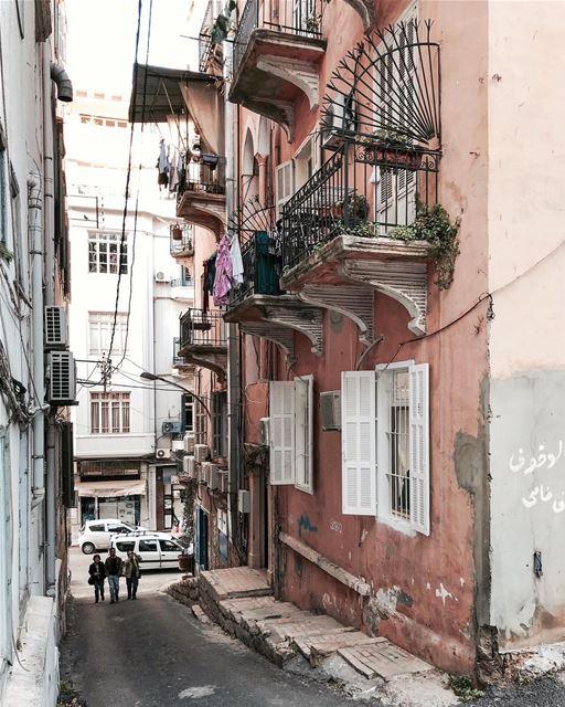 Vis-à-vis 🏘 Beirut iamatraveler discoverearth..... vsco vscocam... (Gemmayzeh Gouraud Street)
