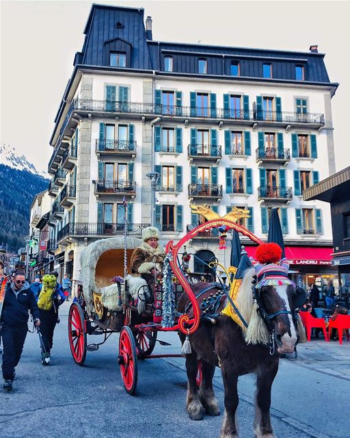 SWIPE ◀️▶️Always make an entrance!Welcome to the gorgeous town Chamonix— (Chamonix, France)