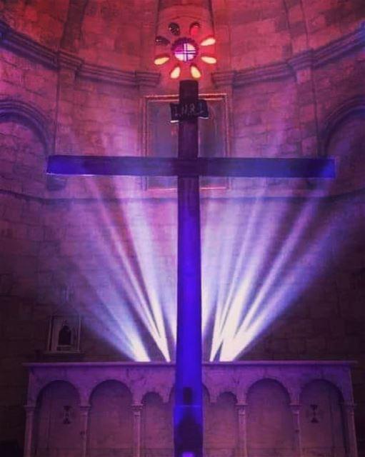 اليوم علق على خشبة الذي علق الأرض على المياه lebanon batroun goodfriday... (Eglise St. Estephan Batroun)