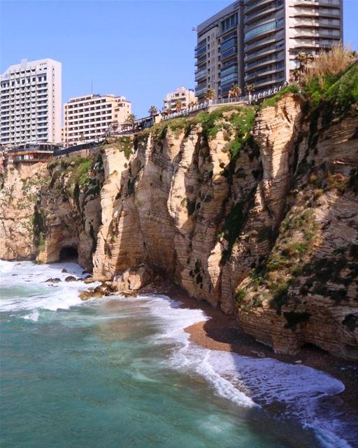 Nada como uma linda manhã em Beirute para começar o dia 🇱🇧 Nothing... (Beirut, Lebanon)