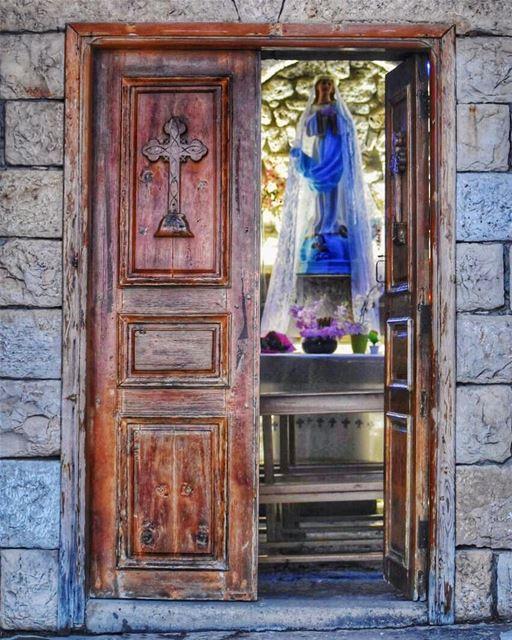 مريم كُفّي البكاء المسيح حقاً قام 🙏🏻Blessed & Happy Easter ✨... (Saydet El Hosn - Ehden)