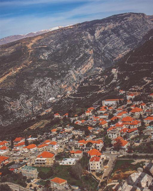 'splatter colors on this grey world...'''' photography ... (Douma, Liban-Nord, Lebanon)