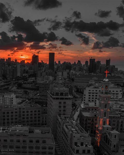 نسجد لآلامك ايها المسيح 🙏... lebanon beirut dji drones ... (Beirut, Lebanon)