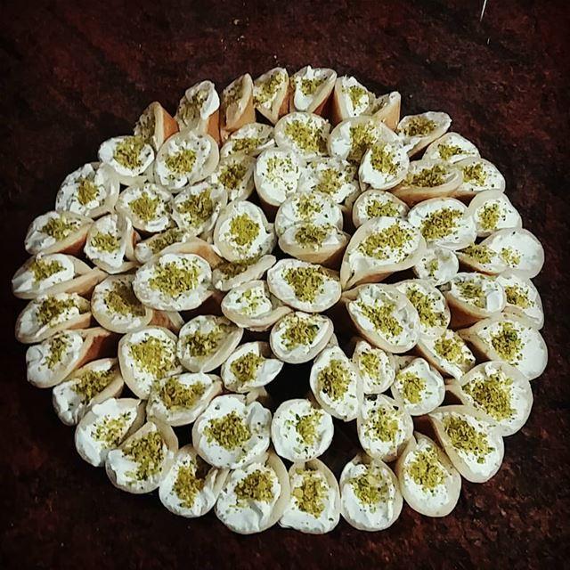 قطايف بالقشطة 👍👍👍😍😍😍😍😋😋😋😋 حلويات حلويات_سورية حلويات_لبنانية ...