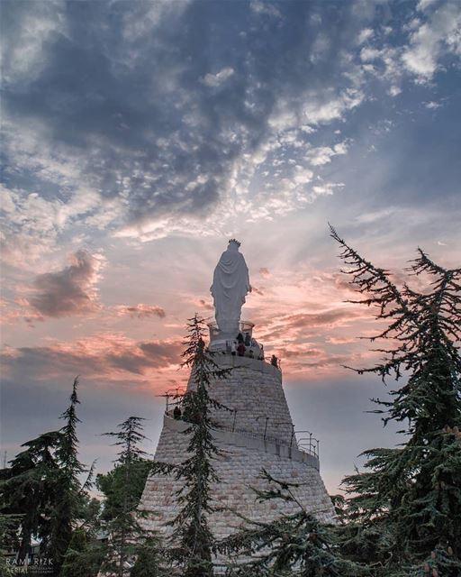 💙 OurLadyOfLebanon FromHarissaWithLove BlessedFriday 📷 @rami_rizk89... (Harîssa, Mont-Liban, Lebanon)