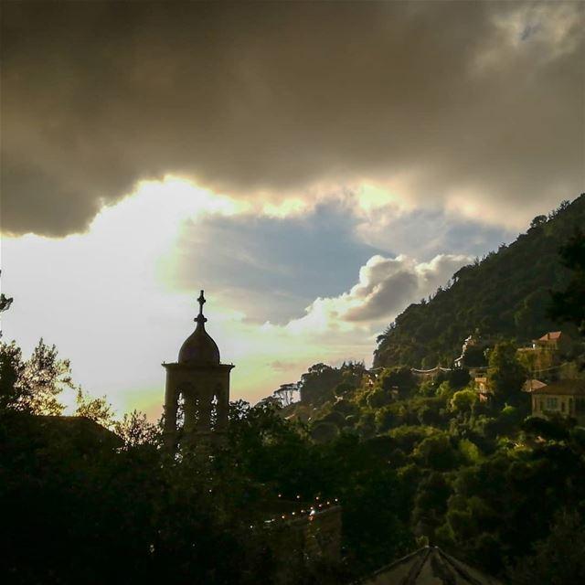 وان لم يكن المسيح قد قام فباطل ايمانكم.انتم بعد في خطاياكم........... (Dlebta, Mont-Liban, Lebanon)