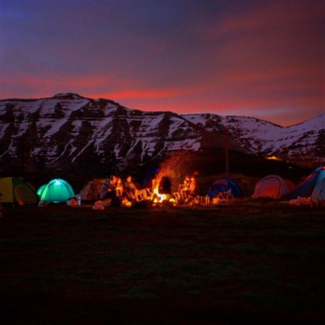 A night well spent📷: @alimourado ••••••••• camping  camperlife ...