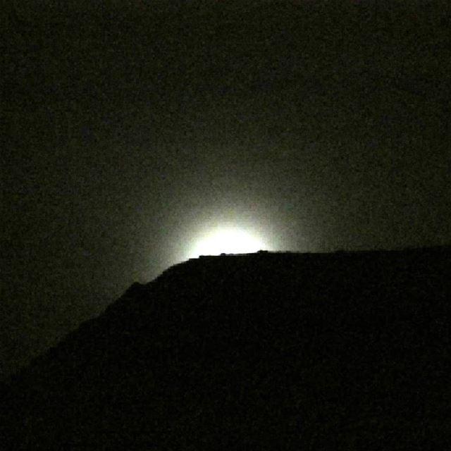 risingmoon moonrocks moonlover walkunderthemoon amazingviewsoflebanon... (Miziâra, Liban-Nord, Lebanon)