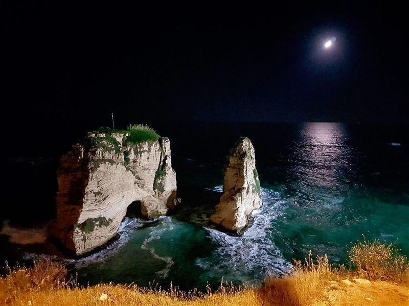 To the moon and back 🇱🇧 natgeoyourshot natgeolebanon beirut... (Beirut, Lebanon)