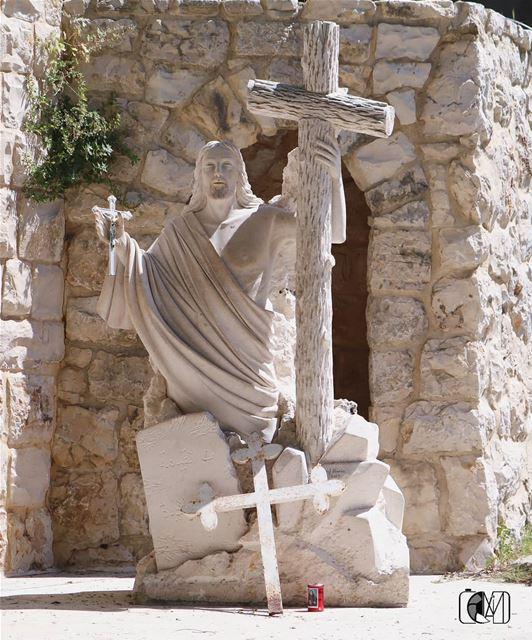 لقد قام وانتصر (St Rafqa-Jrebta)