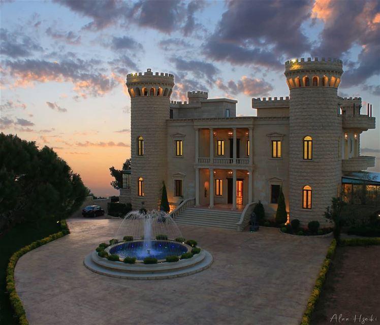 The High Tower Castle 🏰... Hseiki Lebanon livelovebeirut ... (Baïssoûr, Mont-Liban, Lebanon)