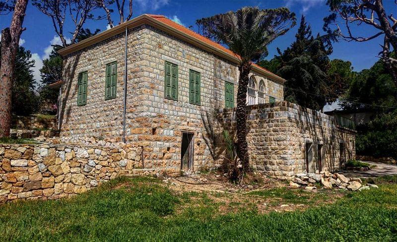 |·ABANDONED·|··· spring2k18 lebanonhouses livelovearchitecture @livel