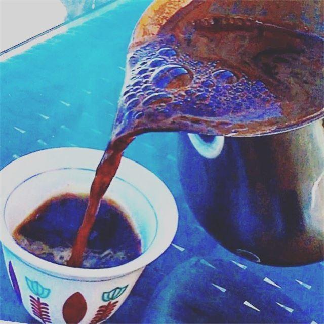 عند حضرة قهوتيتصمت كل المشاعروينبض حبها في القلبوتتأملها العينوتبدأ الخ (Batroûn)