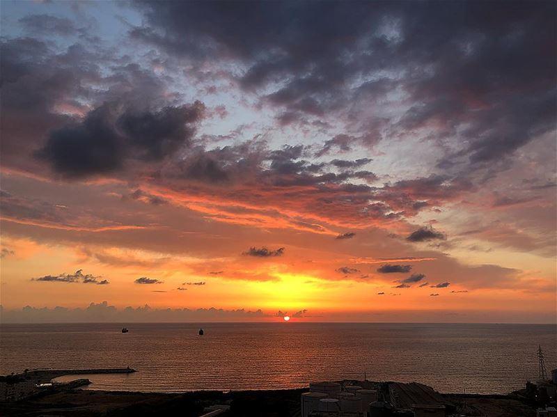 sunset beirut sunsetporn colorsofnature lebanon livelovelebanon ... (Kasrouane)