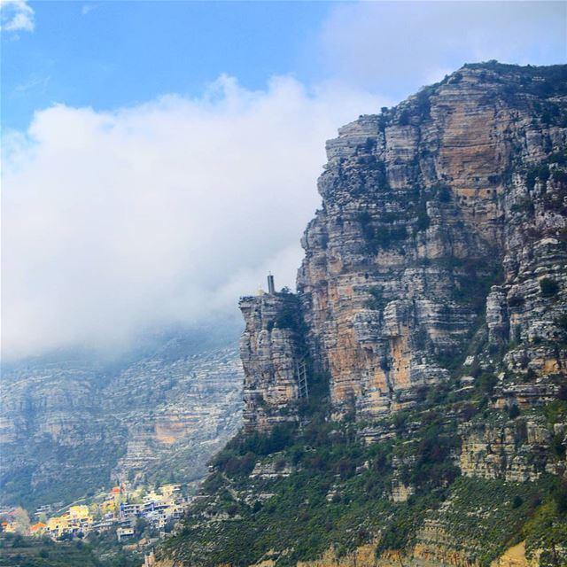 Cliff stairs in akoura mountain🇱🇧🇱🇧❤ hiking adventure trails peak ... (Akoura, Mont-Liban, Lebanon)