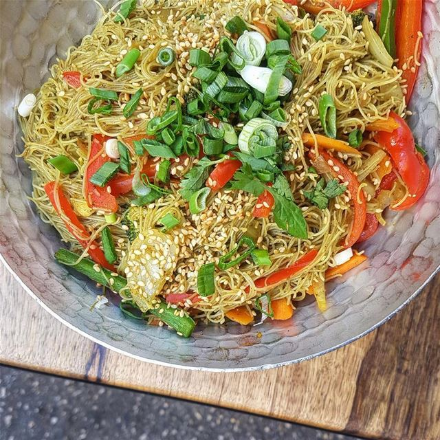 Singapore Noodles 🍜 Packed with veggies and tasty flavors!... beirut ... (Jaï)