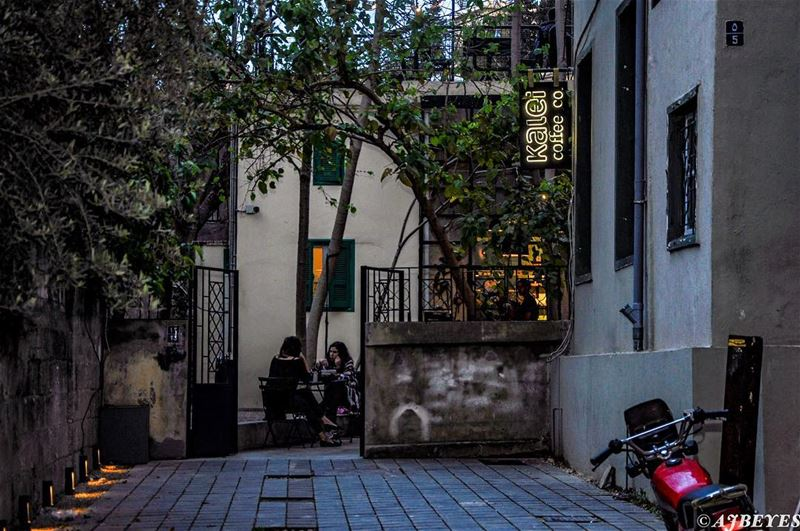 Toujours dans les rues d'Ashrafieh. @kaleicoffee.co streetphotography ... (Kalei Coffee Co.)