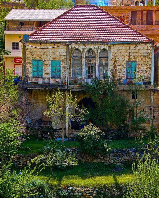 Picture-perfect house 🏡.... lebanon lebanon_hdr bcharre ... (Bcharré, Liban-Nord, Lebanon)
