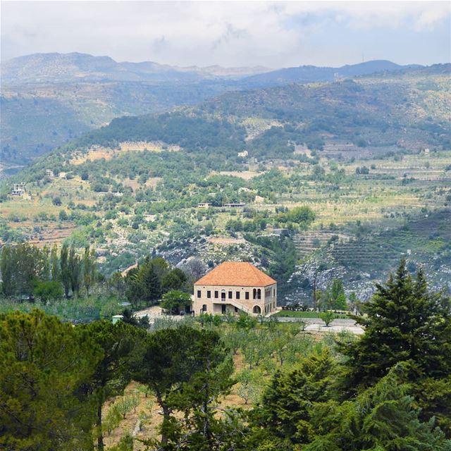 🇱🇧🇱🇧🇱🇧❤❤ view villa house alone mountains peaceful green... (Lebanon)
