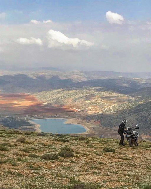 Getting ready for the downhill. Yamouni. 📸 @tonisaad bmwmotorradlebanon... (El Yammoûné, Béqaa, Lebanon)