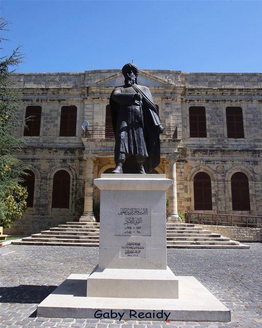 A cidade de Baakline, no Monte Líbano, é conhecida por sua histórica... (Baakline National Library)