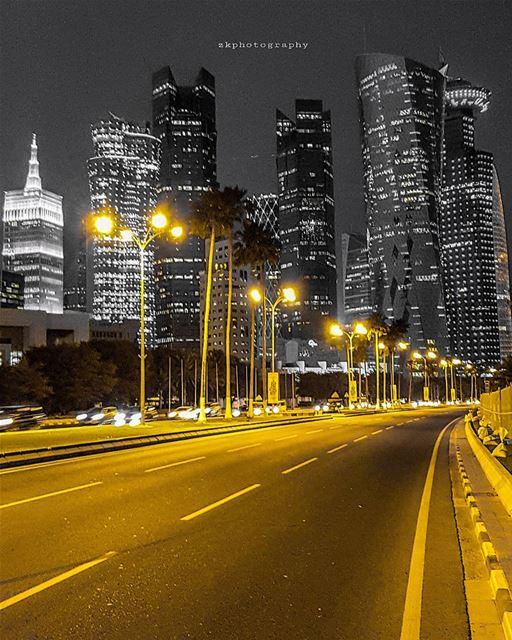 وأشتهي التعطّر بكِ عناقاُ... * amazing_qatar qatarism clubhdrpro ... (Doha)