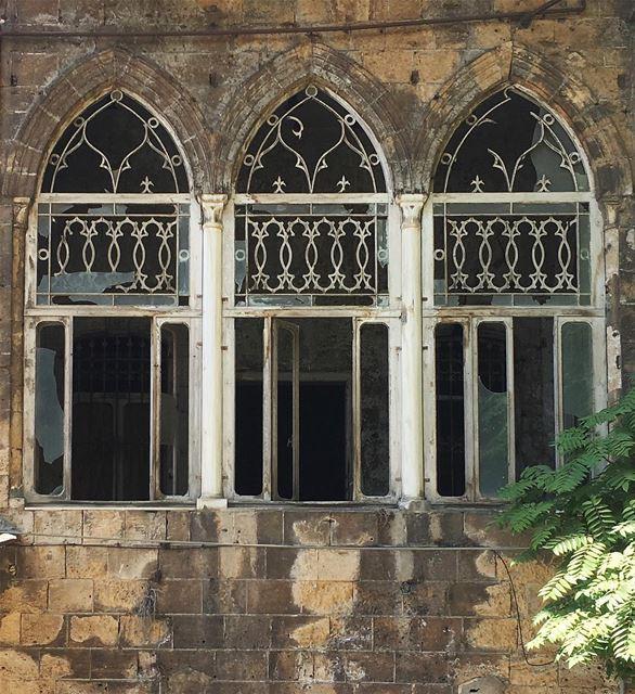 🍃 شبابيك بيروت عّم توعى عمهلا (Beirut, Lebanon)