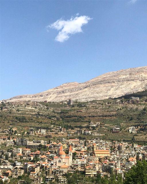 lebanon bcharre livelovelebanon livelovebcharre north mountains sky high... (Bcharreh, Liban-Nord, Lebanon)