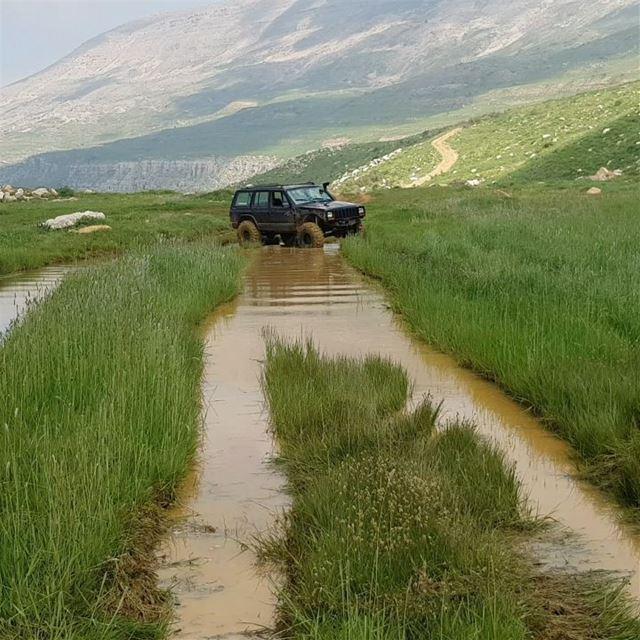 jeep xj falougha friends lebanon nofilter jeepbeef l4l weekend fun...