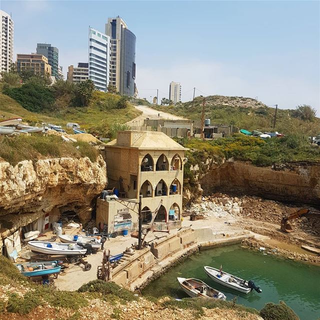 على شط بحر الهوى🎶🎶 ig_respect ig_lebanon insta_lebanon wearelebanon ... (Raouche Rock)
