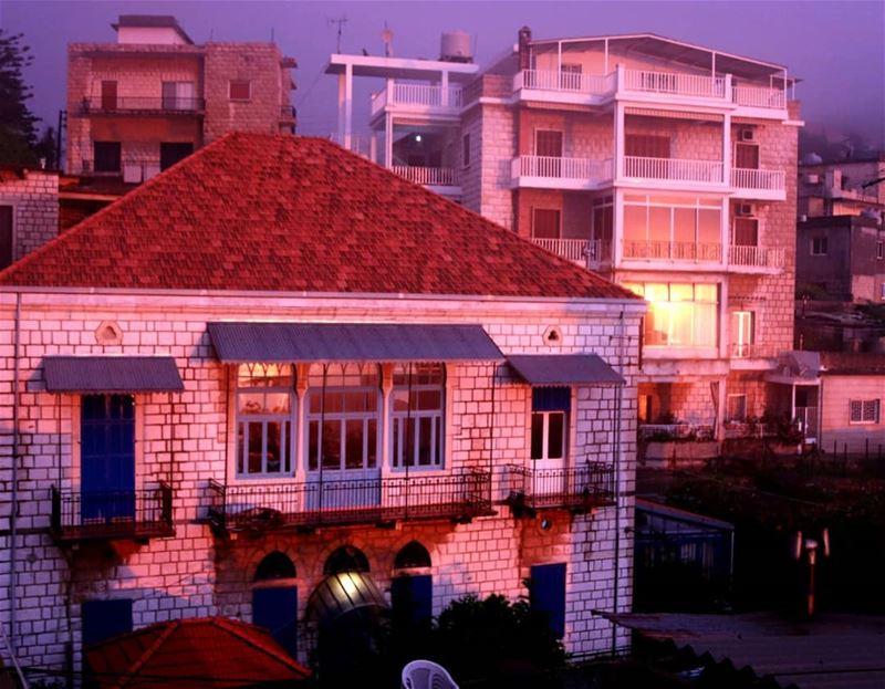 Sunset 💛@livelove.beitchabab ..... (Beït Chabâb, Mont-Liban, Lebanon)