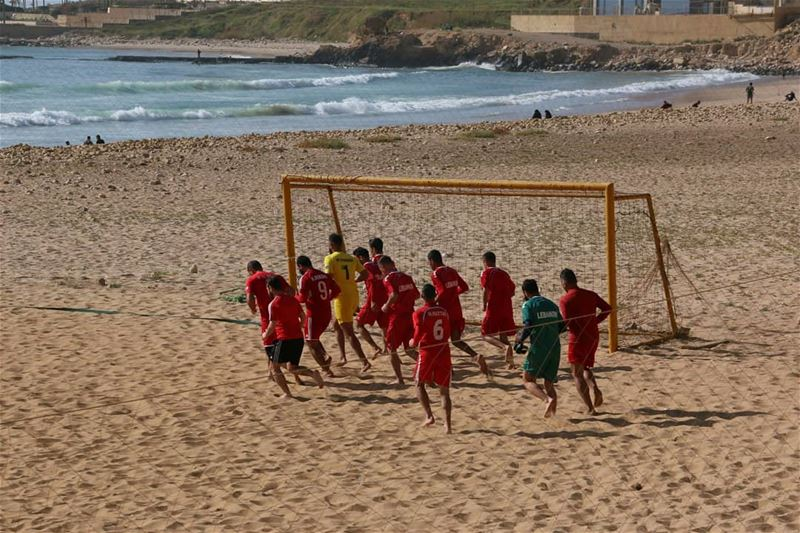 Beach Soccer team is training ... Is it the national team?... (Ramlat Al Bayda', Beyrouth, Lebanon)