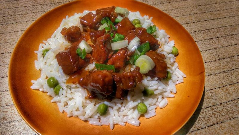 Sweet Carmelized Pork with Rice anyone?Give us a call ☎️ 03 25 13 19,... (Em's cuisine)