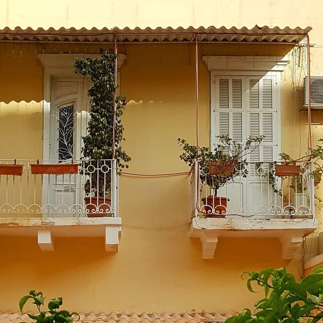 *caption this* hiddenbeirut ........ Lebanon Beirut oldhouse ... (Forn L Chebek)