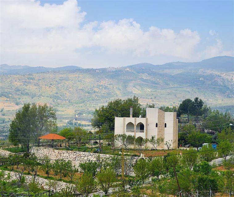 🇱🇧🇱🇧🇱🇧❤❤ mountains view village house green goodvibes ... (Akoura, Mont-Liban, Lebanon)