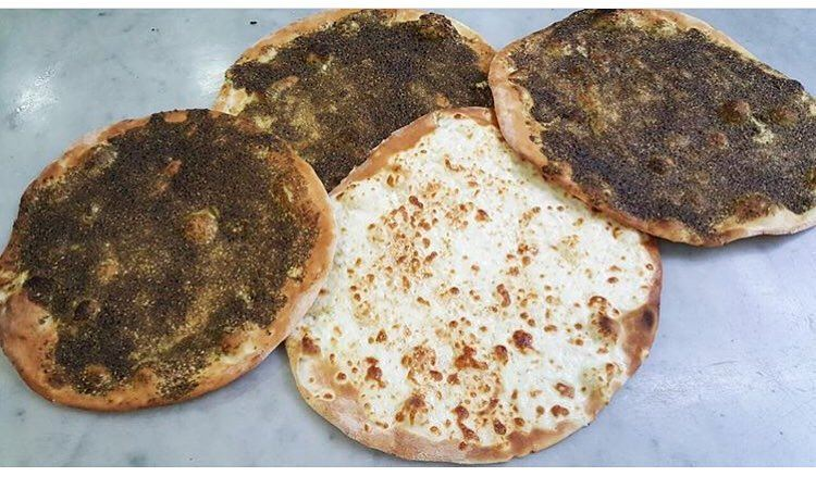 Simple breakfast essentials😋👌👍•••• rashetsomsom breakfast zaatar... (Rashet somsom - رشة سمسم)