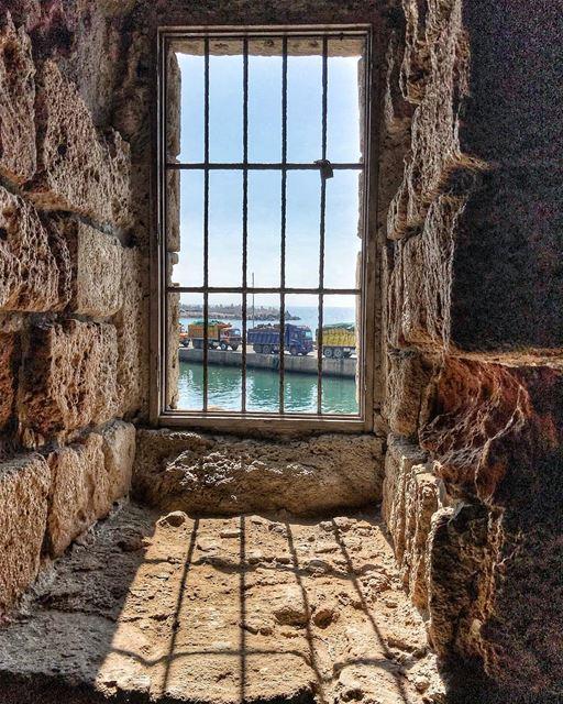 Frame view 🚛🚚.. frame view photography picture lebanon... (Saïda, Al Janub, Lebanon)