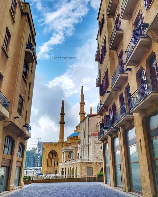 ترحلين على الكلمات إلى الأحراج. تقتربينمن الصخور فتُصبح مرايا. يصير الندى... (Beirut, Lebanon)