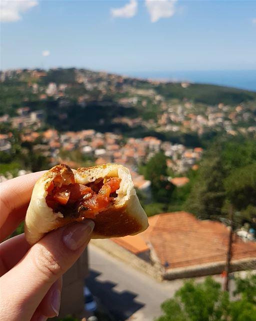 من بيت شباب أطيب فطاير ببندورة من إيدين الماما .. Livelovebeitchabab ... (Beït Chabâb, Mont-Liban, Lebanon)