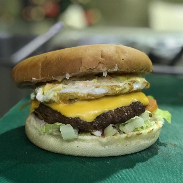 Handmade burgers are the best 🍔🍳👹 eggburger cheeseburger burger ... (Beirut, Lebanon)