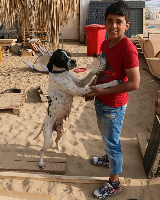 Sasha and Amer. ..Two good friends at public beach. Amer was curious about... (Ramlat Al Bayda', Beyrouth, Lebanon)