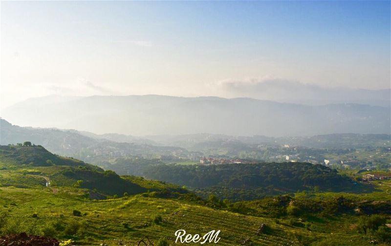 كيف قتلنا ذلك الحلم منذ أن غرز القدر أنيابه فيه؟كيف قتلنا ذلك الحلم، (Falougha, Mont-Liban, Lebanon)