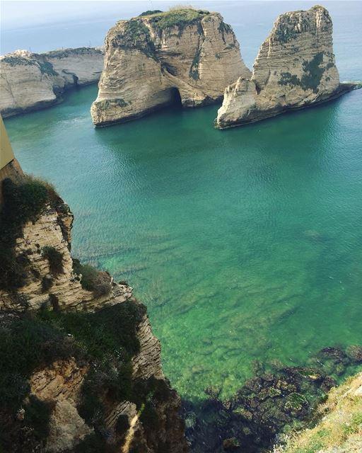 Sea View ❤️By @sofficesofluffy Rawché Rawshe Beyrouth Beirut Liban ... (Raouche Rock , Beirut , Lebanon)