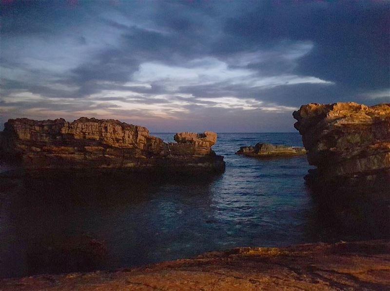 batroun dusk nofilter sea scenery rocks livelovebatroun sky ... (Batroûn)