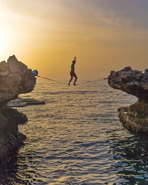 Walking the horizon 📷: @michelfakhoury behlokbalance slacklife ...
