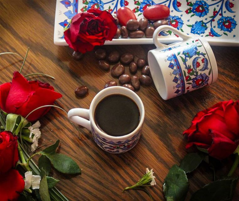 تركت المكان.....وظل عطر زهوري ينتظرك ....مر وقت طويل ......بردت القهوة وفقد